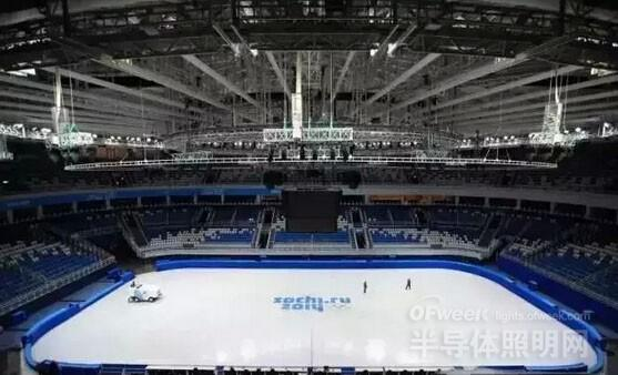 冰场一般用室内篮球场地下铺设