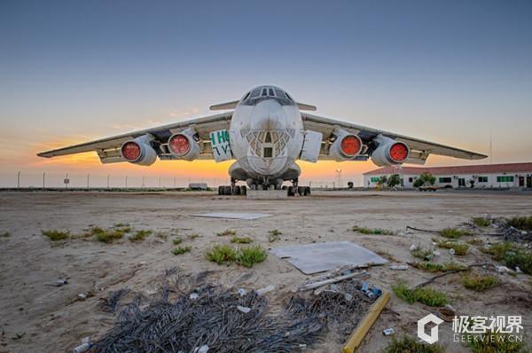 图为前苏联废弃飞机