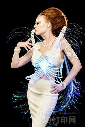 星际迷航风格3D打印连衣裙惊艳时尚圈