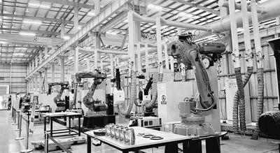 广东佛山市顺德利迅达生产的能自动化抛光打磨水壶的机器人。