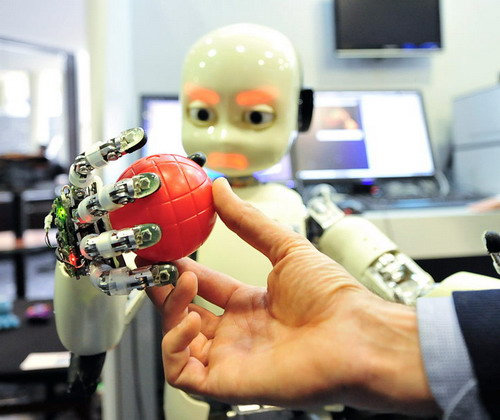 未来人工智能+机器人+互联网三者融合