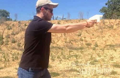 """威尔森试射3D打印技术制造的手枪""""解放者"""""""