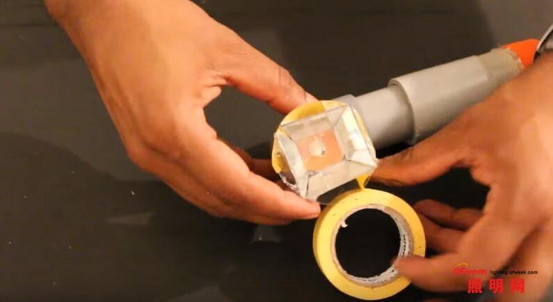 用塑料管材打造手电筒 无需电池也能正常照明