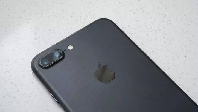 iPhone7 Plus/华为P9对比评测:iPhone7 Plus碾压华为P9?谁才是最牛双摄手机?