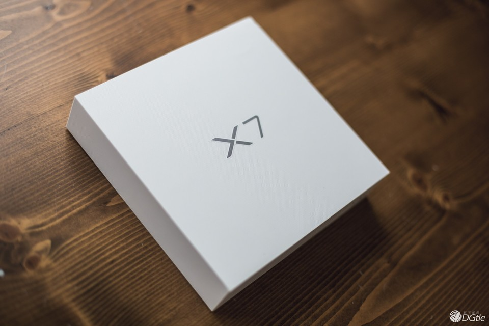 vivo X7曜石黑开箱体验:类似亮黑色iPhone 7制造工艺?深邃闪耀的新宠配色