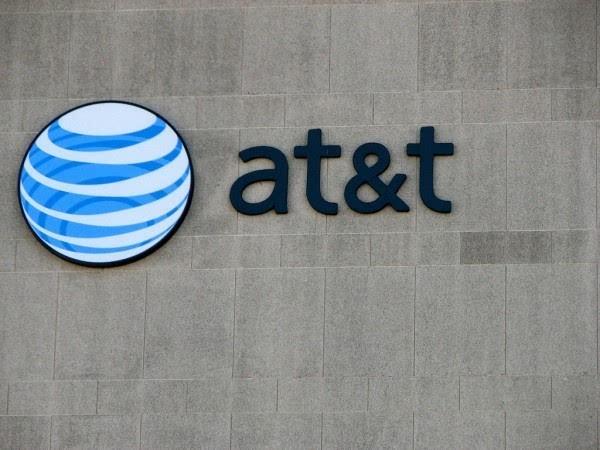 收购交易被看衰 AT&T与时代华纳股价双双下跌