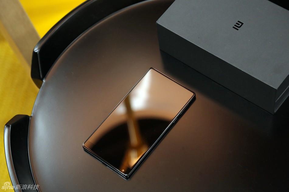 """小米MIX评测:6.4英寸""""并不会很大""""?小米MIX藏着多少""""黑科技""""?"""