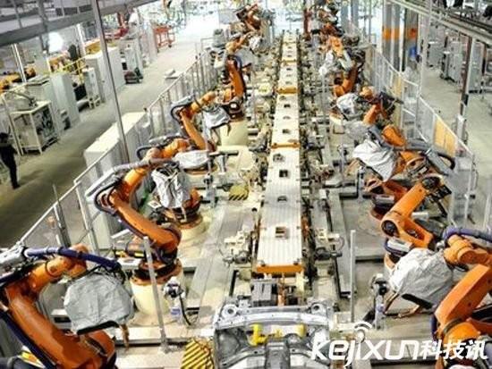 富士康机器人取代人力 裁员6万部署4万台机器人