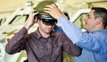 戴上微软HoloLens 士兵在坦克内就能观察战场