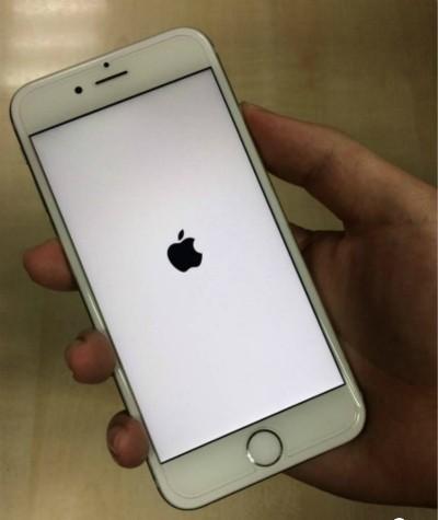 苹果手机自动关机 三年发布两次电池更换计划 - 锂电