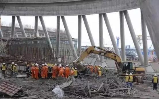 一处冷却塔施工平桥吊坍塌