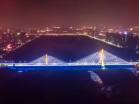 """4800个新LED灯""""扮靓""""洛阳凌波大桥"""