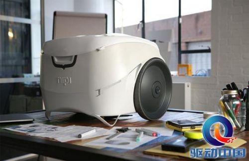 【科技】太阳能冰箱:能拖着走 能给手机充电图片