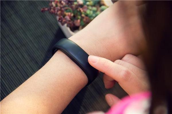 """魅族智能手环H1评测:229元!一款没有""""屏幕""""的智能手环"""