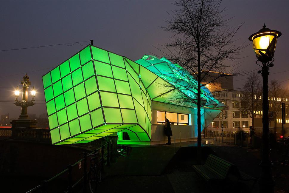LED面板组成的仿生学建筑表现艺术美感