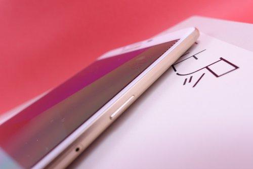 三星GalaxyC9 Pro与小米Max对比评测:大屏续航更重要 选择品牌还是国产的荣耀?