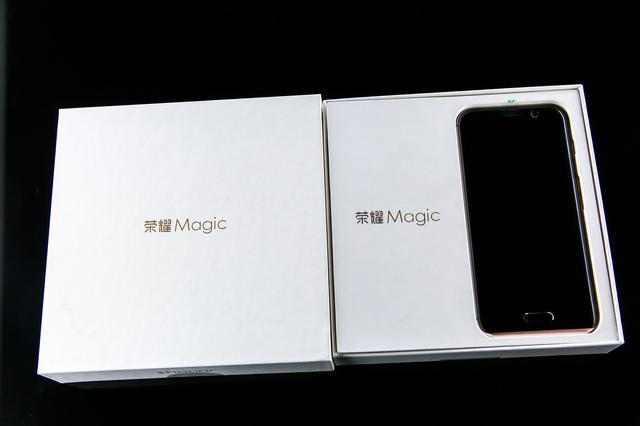 华为荣耀Magic评测:与小米MIX大不同?3699元!就是值这个价格