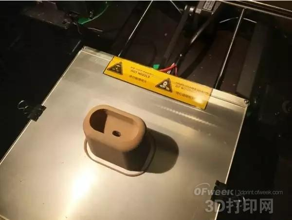 AirPods用户3D打印出一个充电底座