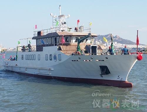 我国环境监测领域第二艘专业监测船下水试验
