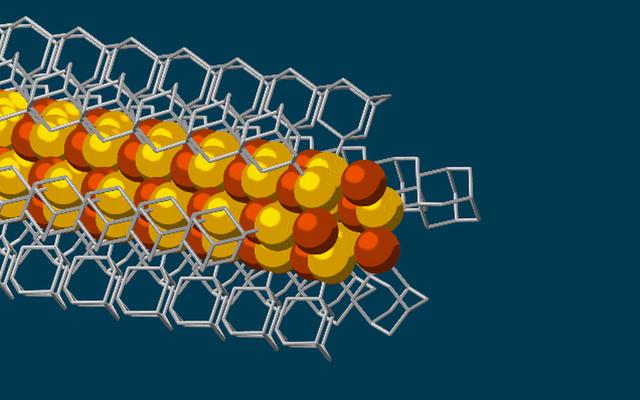 美国科学家研制出3个原子宽的极细电线