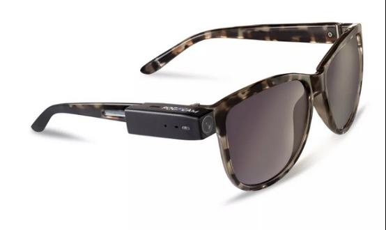 这是一款专为眼镜设计的可穿戴数码相机