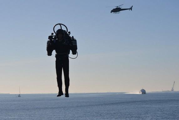 """新式喷气背包可实现""""傻瓜""""式飞行操作"""