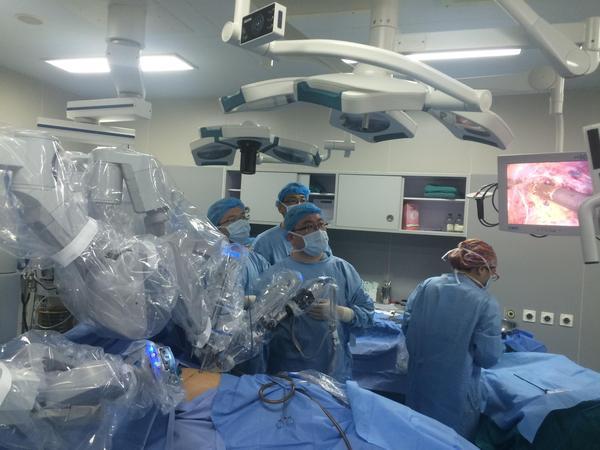 单孔手术机器人未来前景被看好:能否成为中国的达芬奇