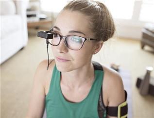 这款智能眼镜功能众多 戴上它你可以看电影、接收电子邮件