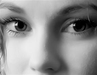 黑科技:仿生晶体10秒钟治好近视眼?