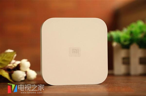 华为荣耀盒子pro采用纯白色硬朗正方外形,边角圆润,可谓是刚柔并济.