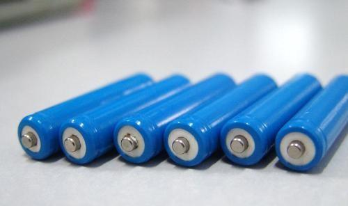 三元锂PK磷酸铁锂 商用车安全标准有待制定