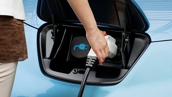 """新能源车电池材料之争:""""比亚迪""""还是""""特斯拉""""?"""