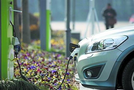 """电动汽车车主""""诉苦"""":电池衰减严重 充电乱象遍地开花"""