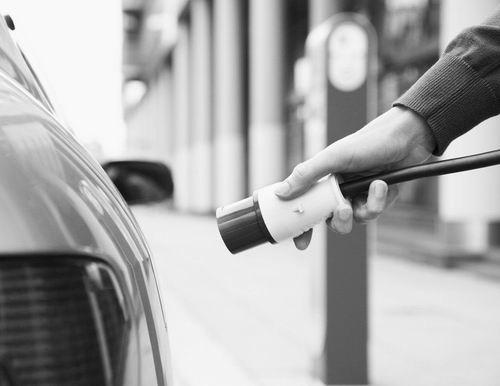 阴谋论引深思 新能源车动力电池蓝图如何绘就?