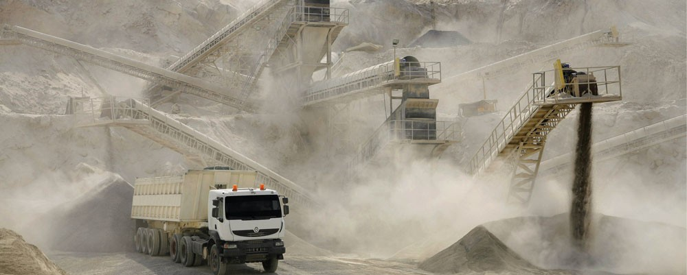 碳酸锂市场竞争加剧 国内四大上游企业布局全球资源