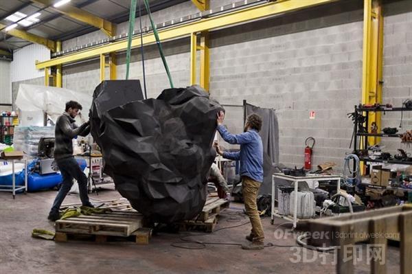 里昂光明球场3D打印四尊高达4.2米的吉祥物