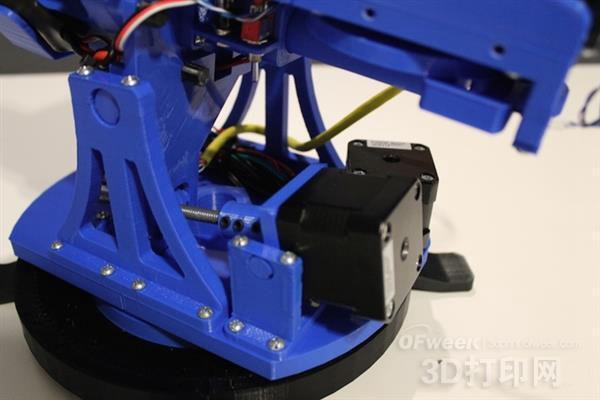 3D打印的可编程泡沫飞镖发射器