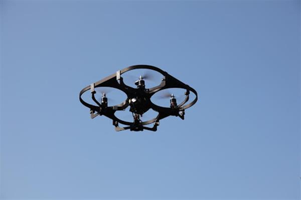 创客DIY:性能强大的3D打印无人机翱翔天际
