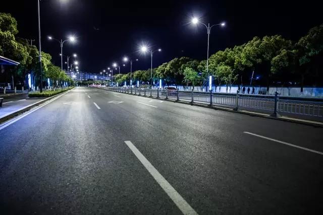 城市智能照明系统催化智能路灯发展迅速