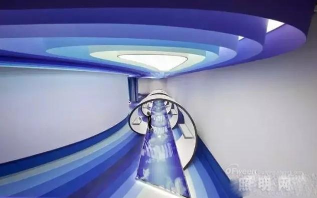 结合互联网文化的办公室照明设计