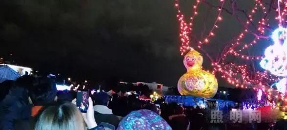 """2016台北灯节《西游记》主题受欢迎 美猴王遇""""福禄猴"""""""