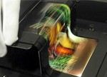 "OLED缘何能在下一代显示技术""争锋""中独占鳌头?"