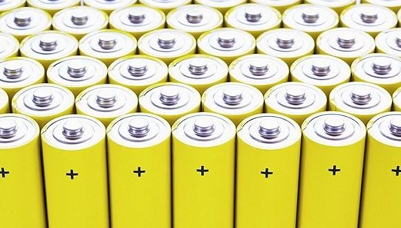 能源汽车受政策力挺 企业加码布局锂电池