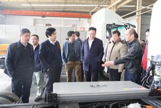 沃特玛集团董事长、创新联盟理事长李瑶携联盟企业代表参观大运生产车间