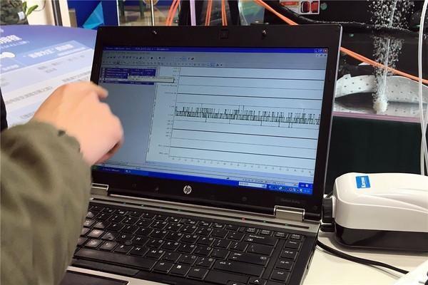 电脑检测显示电池内部稳定