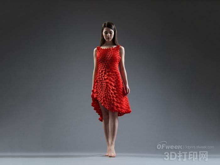 美不胜收:3D打印花瓣连衣裙惊艳世界