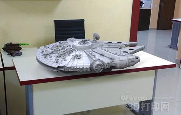 超过200个部件的超精细3D打印千年隼星舰模型