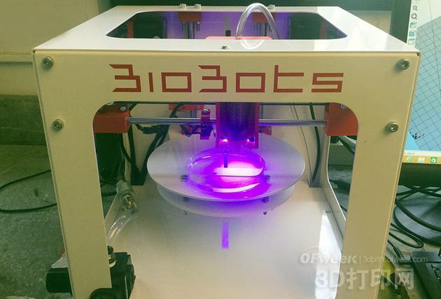 Rutgers大学学生用生物打印机打印组织支架