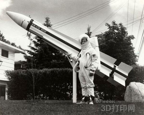"Ky Michaelson:史上首位成功发射火箭的""创客"""