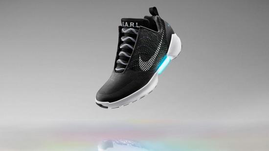 耐克自动系鞋带运动鞋 充电3小时使用2周